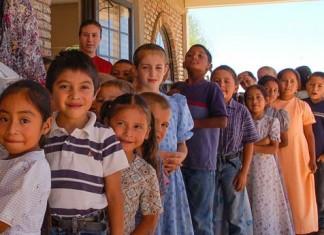 DIF BC otorga becas a niños de 27 casas hogar