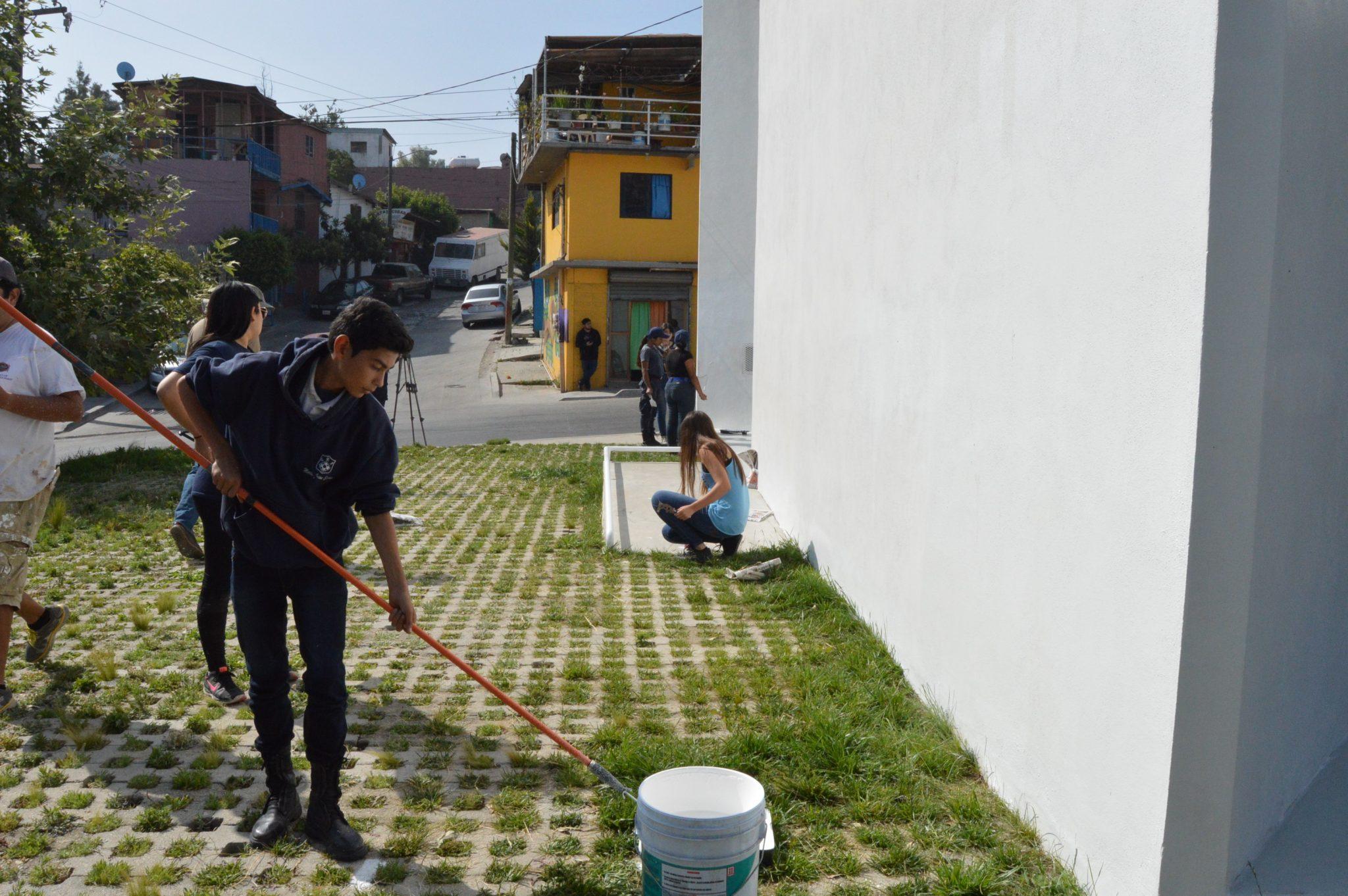 como parte de unir a la comunidad tijuana innovadora alianza civil y polica juvenil realizaron la jornada de pintura en las de casa de las