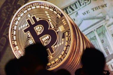 El bitcoin ha estado haciendo gala de su volatilidad desde su nacimiento. Después de caer por debajo de los US$4.000 a principios de año, ahora vuelve a cotizar por encima de US$11.000