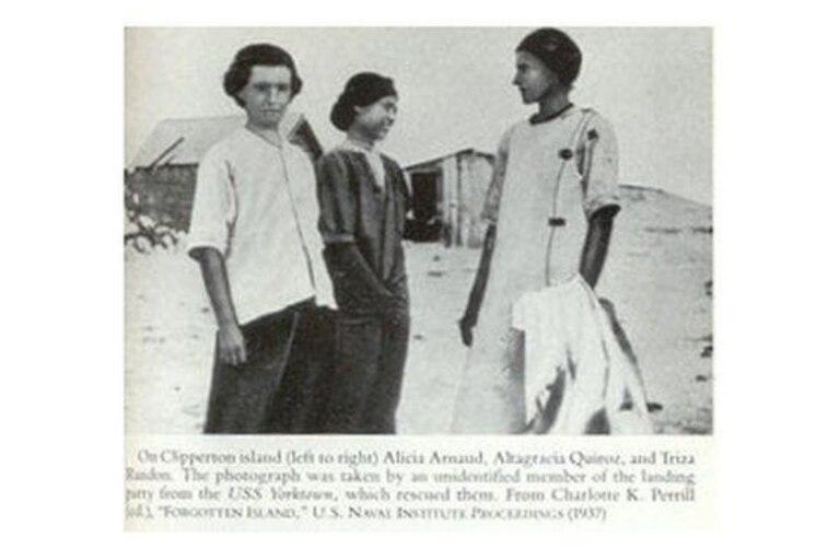 (De izquierda a derecha) Alicia Arnaud, Altagracia Quiroz y Tirsa Rendón, las últimas mujeres adultas sobrevivientes en la Isla de Clipperton. Foto tomada por un miembro de la tripulación del USS Yorktown que las rescató, publicada en 1937 en la revista US Naval Institute Proceedings