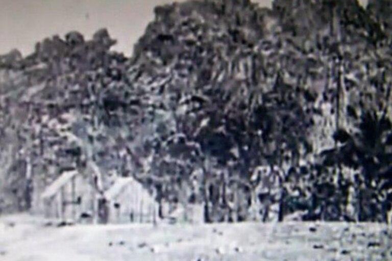 Casas bajo la roca de Clipperton, probablemente a principios del siglo XX